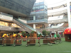 Looks like a permanent play area at the mall which would have been tons of fun!