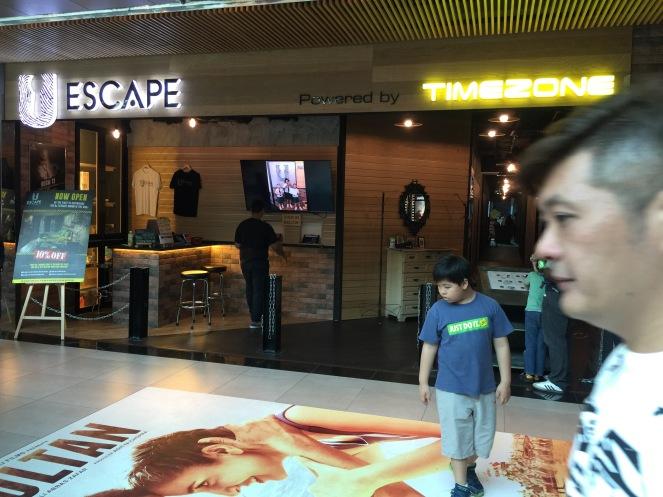 U escape plaza sing